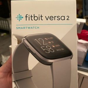 Fitbit Versa 2 EUC - with 3 NWT clear covers ⌚️👀